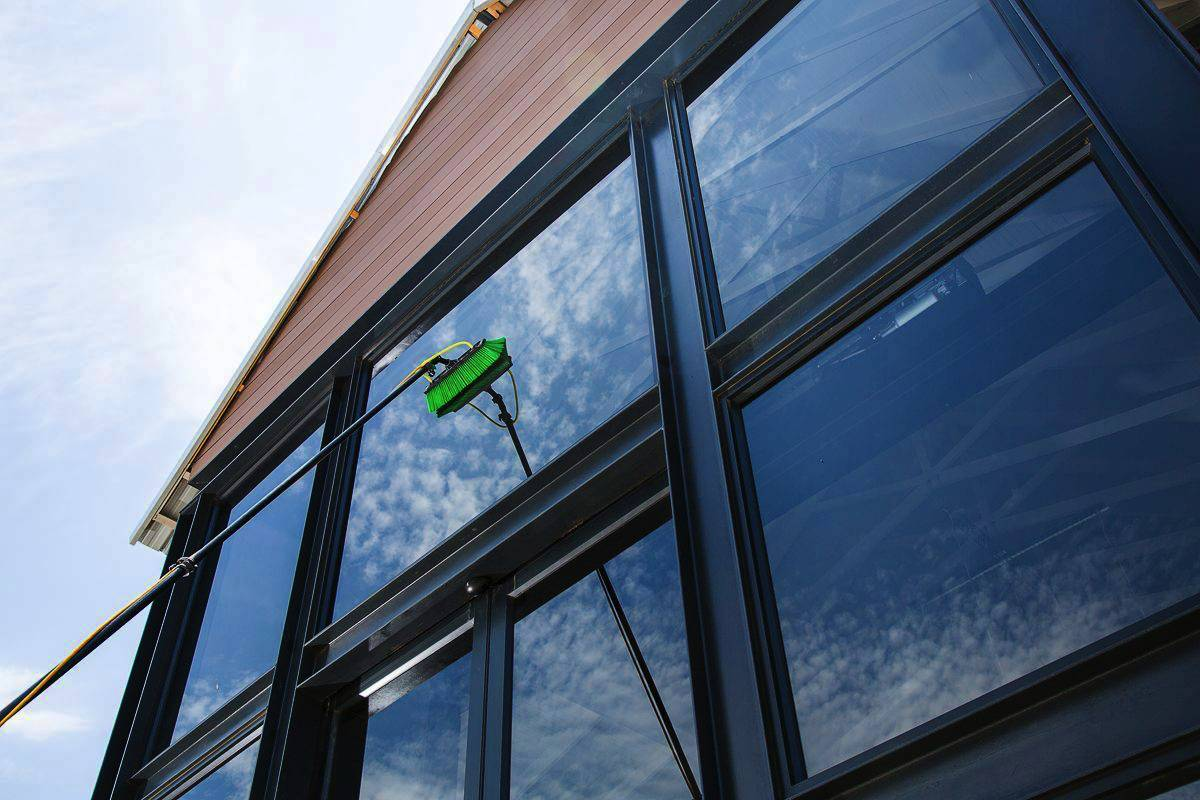 Collingwood window cleaning for residential and commercial buildings