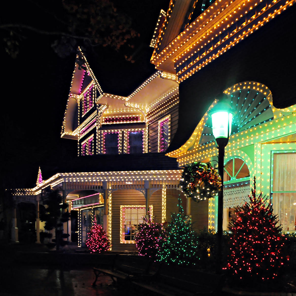 Collingwood Blue Mountains Ontario Christmas light installation and removal